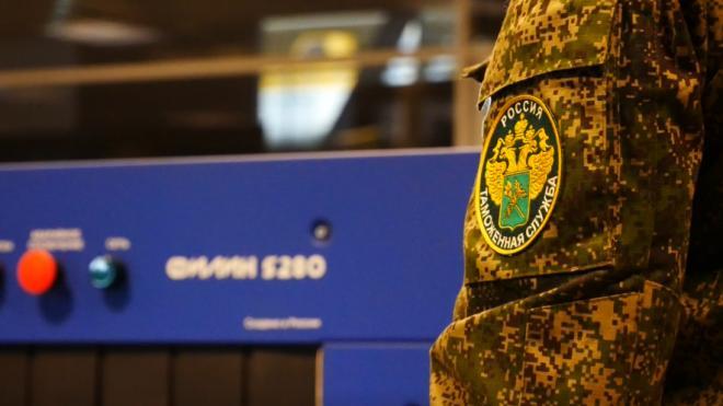 Петербуржца крупно оштрафовали за раскрытую налоговую тайну Балтийской таможни