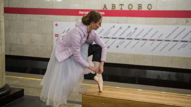 """Появились первые фото с перформанса балерин в """"Автово"""""""