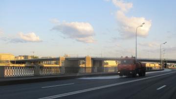 За неделю спецслужбы вывезли с улиц Петербурга 2,5 тысячи тонн загрязнений