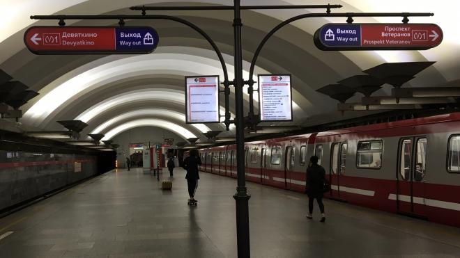 """Станцию метро """"Площадь Мужества"""" закрывали на вход из-за тележки"""