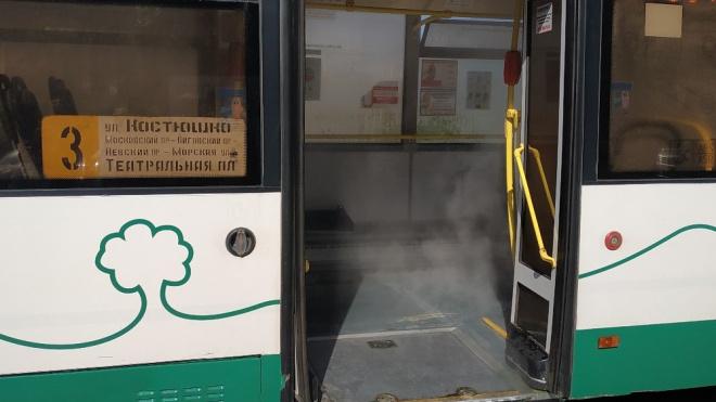 В автобусе по маршруту три сверху полился кипяток