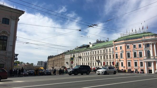 За первую неделю мая с улиц Петербурга вывезли 700 тонн мусора