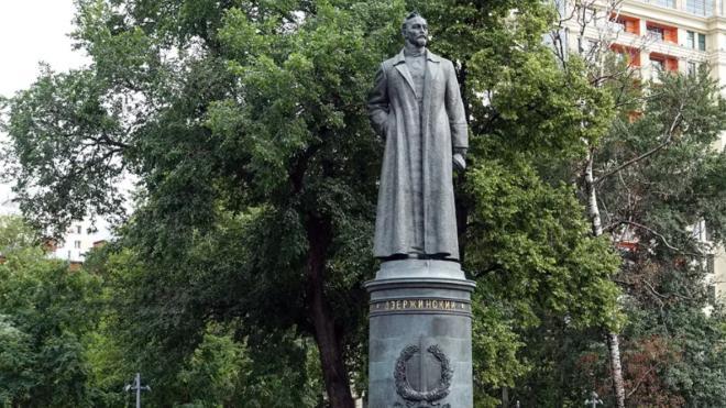 Эксперты высказали свое мнение о том, почему россияне хотят вернуть памятник Феликсу Дзержинскому