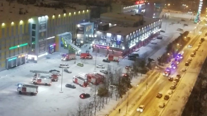 "У ТРК ""Гранд Каньон"" заметили 13 пожарных  машин"