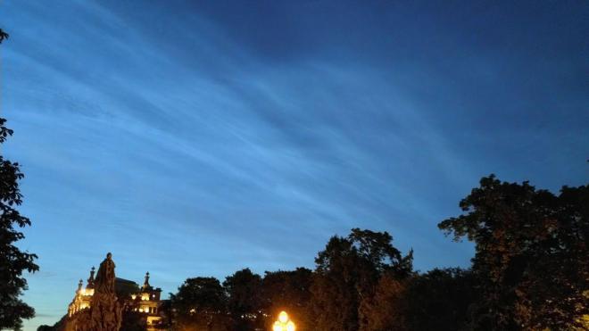 Фото: в Северную столицу вернулись редкие серебристые облака