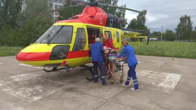 Пациента доставили вертолетом из Гатчины в Петербург