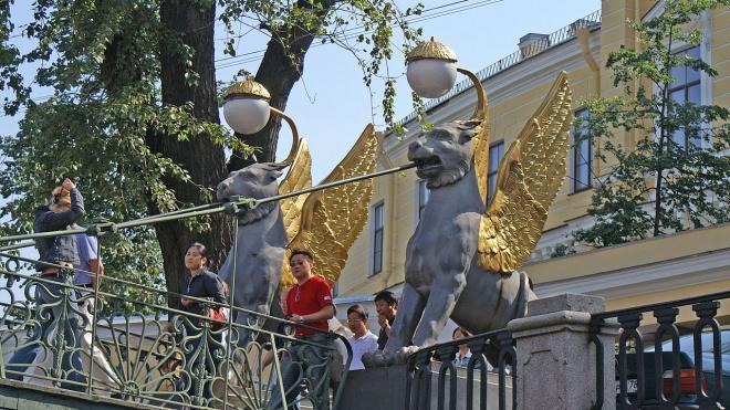 В Петербурге на Итальянском и Банковском мостах пройдут открытые концерты