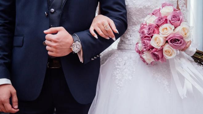 Петербуржцам разрешили заключать брак в торжественной обстановке с 29 июня