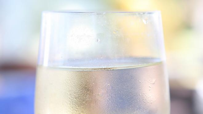 Минздрав предупредил о вреде детского шампанского