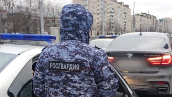 """В Петербурге по горячим следам поймали разбойников, укравших у избитого мужчины два """"Айфона"""""""