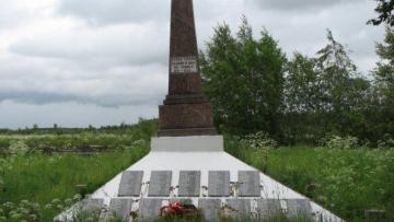 У братских могил в Петербурге обнаружили свалку