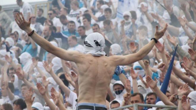 """Фанаты """"Зенита"""" напали на болельщиков """"Ливерпуля"""""""