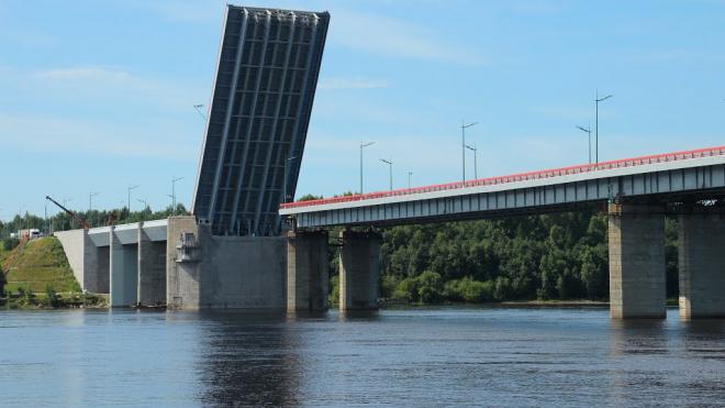 """Сегодня на трассе """"Кола"""" разведут Ладожский мост"""