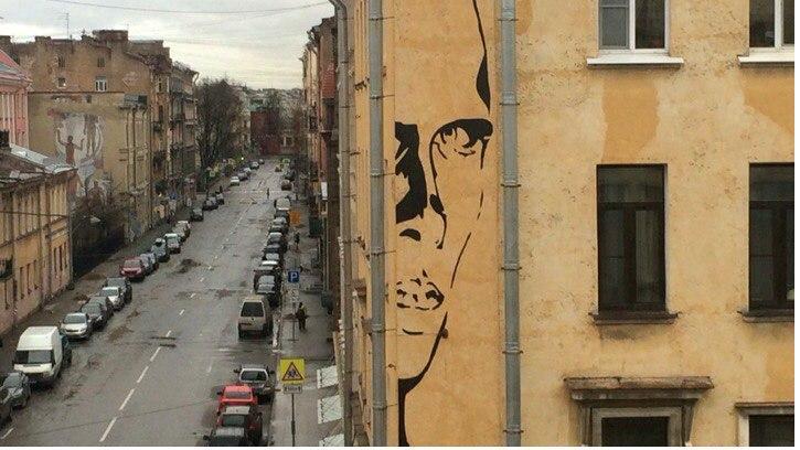 Граффити с Хармсом остается: местные власти решили не закрашивать уличное искусство