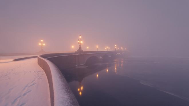В четверг Петербург накрыл густой туман