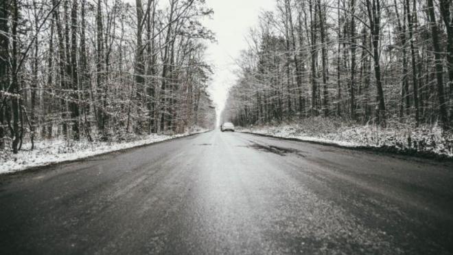 Петербуржцев предупредили о мокром снеге и гололедице в пятницу