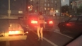 Голая петербурженка развлекала водителей в пробке ...