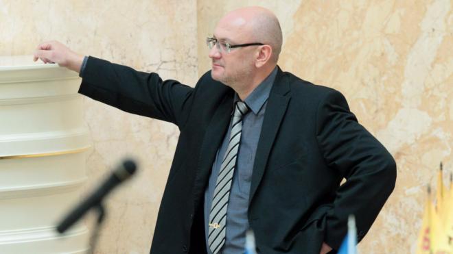Депутат Максим Резник пропустил заседание ЗакСа. На прошлой неделе у его дальнего родственника нашли наркотики