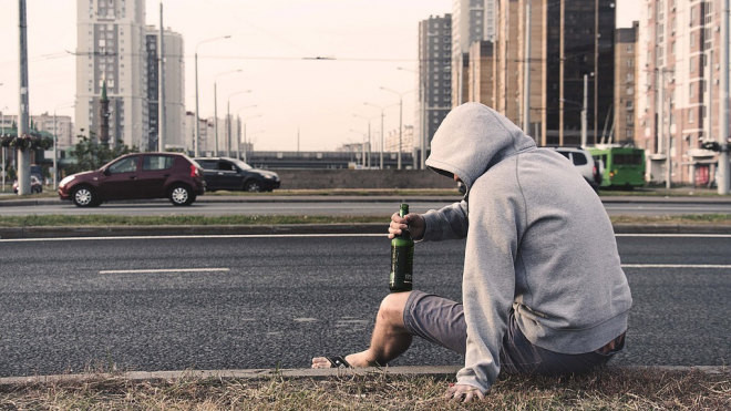 В Репино пьяный мужчина устроил драку с женщиной