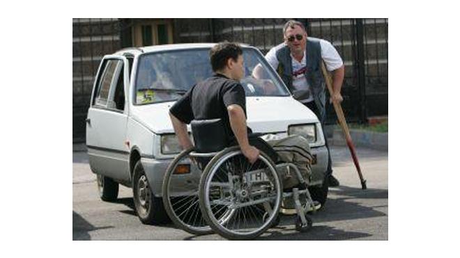 Инвалидам-колясочникам в Петербурге запретили пользоваться метрополитеном