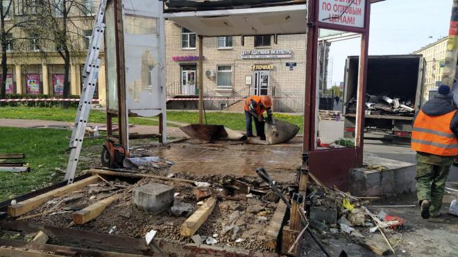 В Петербурге снесли семь незаконных торговых павильонов