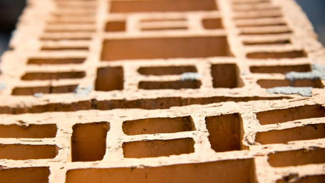 В Ленобласти на молодого человека рухнули бетонные конструкции