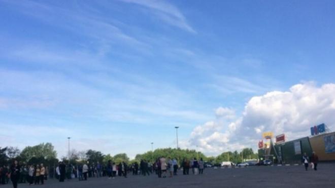 "Из ТРЦ ""РИО"" на улице Фучика эвакуировали людей"