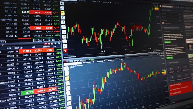 Аналитик: к концу недели укрепление рубля потеряло силу, но далее можно ожидать постепенного ослабления доллара