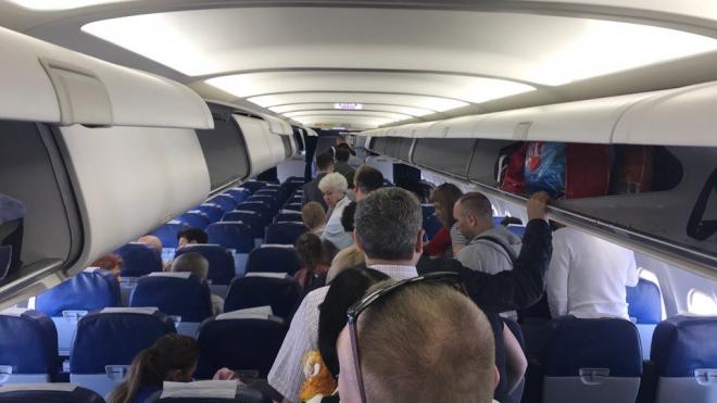 """Рейс """"Санкт-Петербург-Симферополь"""" пришлось отменить из-за поломки самолета"""