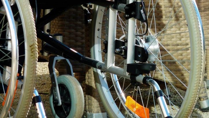 На Заневском проспекте обустроят сквер для детей с нарушениями опорно-двигательного аппарата