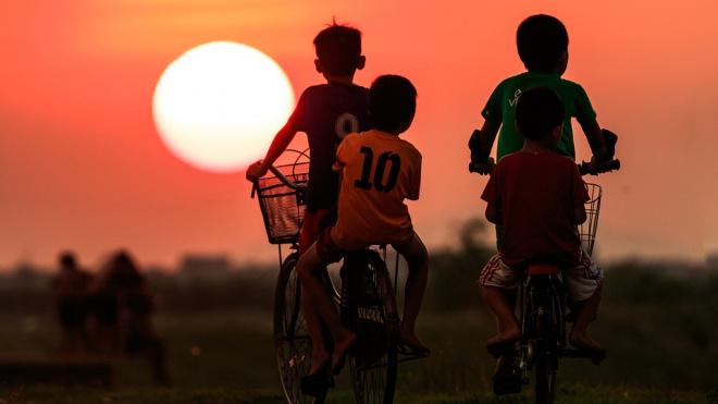 Петербургские подростки на велосипедах ограбили школьника