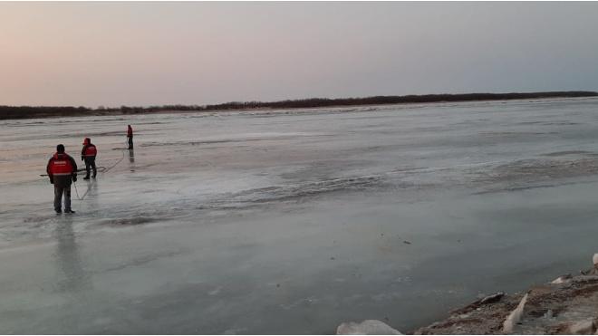 Под Хабаровском УАЗ с людьми провалился под лёд Амура