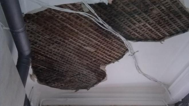 В старой квартире на Марата обрушился потолок