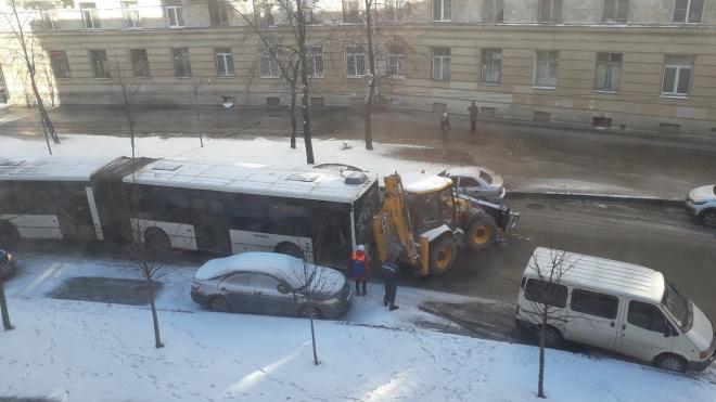 Авария с участием трактора перекрыла движение по улице Полярников