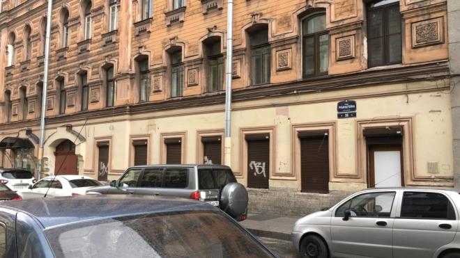 Магазин на Загородном заплатит 350 тысяч за установку кондиционеров на фасаде исторического здания