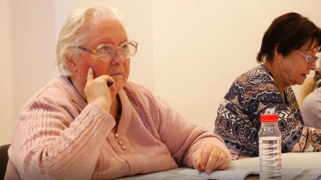 Чиновники Петербурга будут принимать пожилых людей без очереди