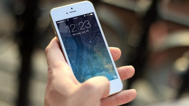 Названы телефоны, которые защищены от прослушки