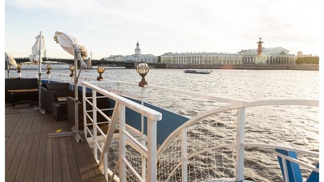 В Петербурге по рекам и каналам будут ходить судна на электродвигателе