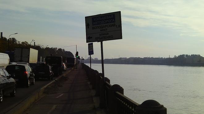 На Октябрьской набережной выловили труп