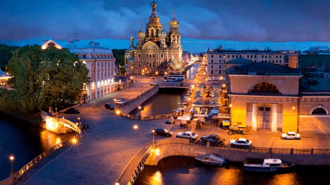 В Петербурге появилась двухметровая башня для замков молодоженов