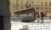 Бешеный автомобиль снес остановку на Среднеохтинском проспекте