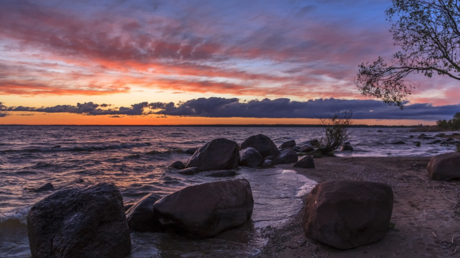 Петербургские археологи нашли на дне Чудского озера фундамент церкви XV века