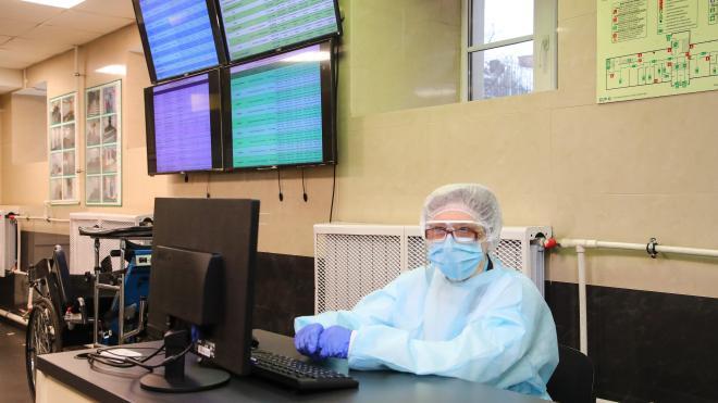 Все поликлиники Петербурга должны перейти на электронные медкарты