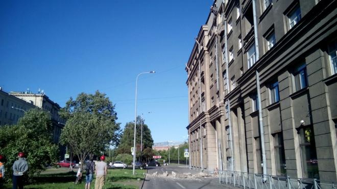 На Васильевском острове рухнул балкон