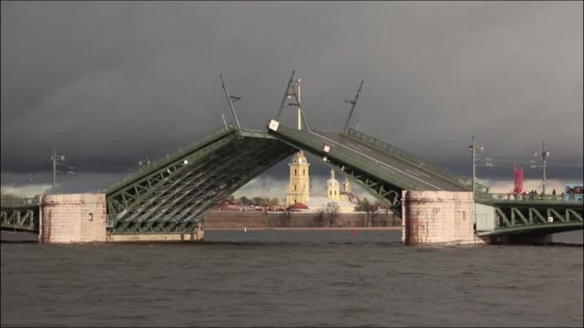 Водителям Петербурга напомнили о зимнем графике развода мостов