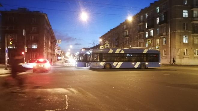 Из-за аварии с троллейбусом на улице Васи Алексеева образовалась пробка