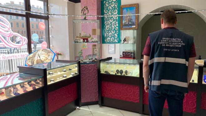 В Петербурге выселили ювелирный салон и парикмахерскую из-за отсутствия договора аренды