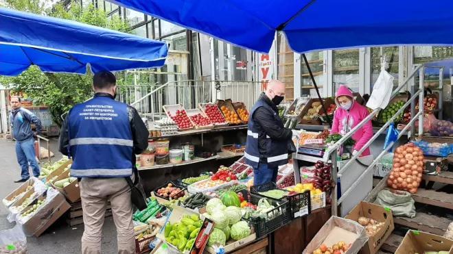Главу Петербурга попросили разобраться с незаконной торговлей в Калининском районе