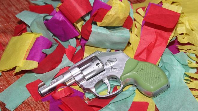 В Петербурге мужчина совершил налет на магазин с игрушечным пистолетом