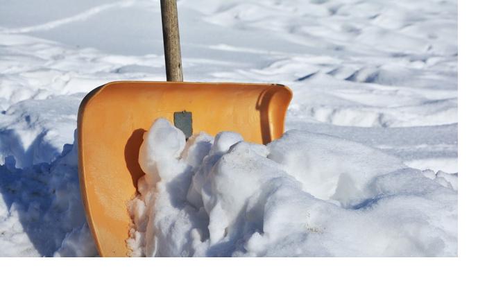 В Смольном пообещали убрать снег с улиц Петербурга за три дня